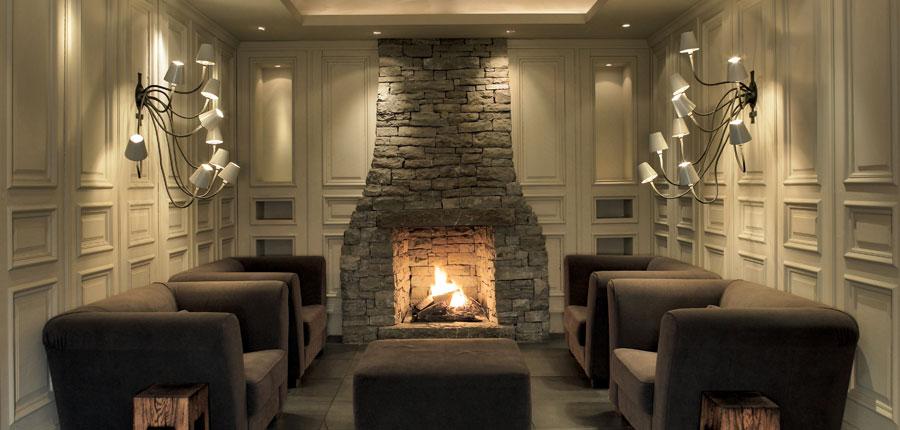Austria_Kitzbuhel_Hotel-Schwarzer_Adler_lounge_open_fire.jpg
